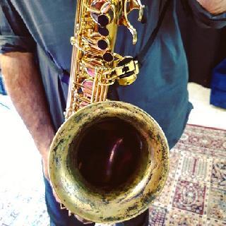 Dévernissage, patine, ergothérapie et toucher ébène sur Saxophone ténor